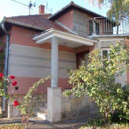 Na predaj rodinný dom 165 m2 , celková výmera pozemku 765 m2 ,Levice . Ponúkaný rodinný dom sa nachádza v centre mesta v tichej uličke . V dome sa ...