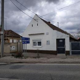 Na predaj po čiastočnej rekonštrukcii starší 3 izb.RD 1119m2 v Reci, neďaleko Slnečných jazier a mesta Senec, kde je kompletná občianska vybavenosť. ...