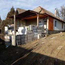 Na predaj viničný dom,21 m2 a celková výmera pozemku je 489 m2, Mýtne Ludany, Levice. Vo viničnom domčeku sú 1 izba a kuchyňa a vstup do klembovej ...
