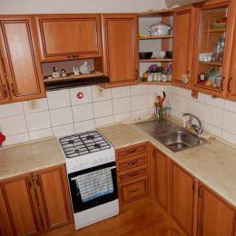 Tureality ponúka na predaj menší trojizbový byt v Krompachoch o rozlohe 53 m 2 v okrajovej časti mesta. Byt sa nachádza v tehlovom bytovom dome na ...