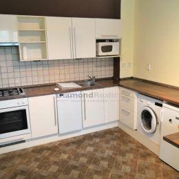 Ponúkame na prenájom pekný trojizbový byt na Triede SNP, Košice-Západ. Dispozícia: spálňa, izba, kuchyňa spolu s obývačkou. Byt je zariadený ...