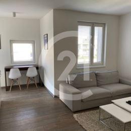 Katarína Hirjaková a CENTURY 21 Realitné Centrum Vám ponúkajú na prenájom 1,5 izbový byt, nachádzajúci sa sa na ideálnom 3. poschodí novostavby v ...