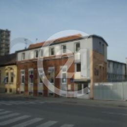Ponúkame na prenájom komerčné priestory na Alvinczyho ulici, lokalita Staré mesto. Priestory s úžitkovou plochou 150 m2 sa nachádzajú na druhom ...